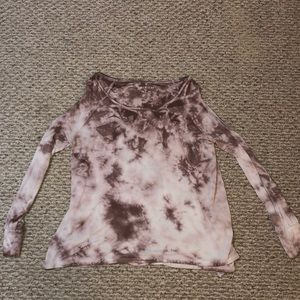 Flowy long sleeve with cut out shoulders